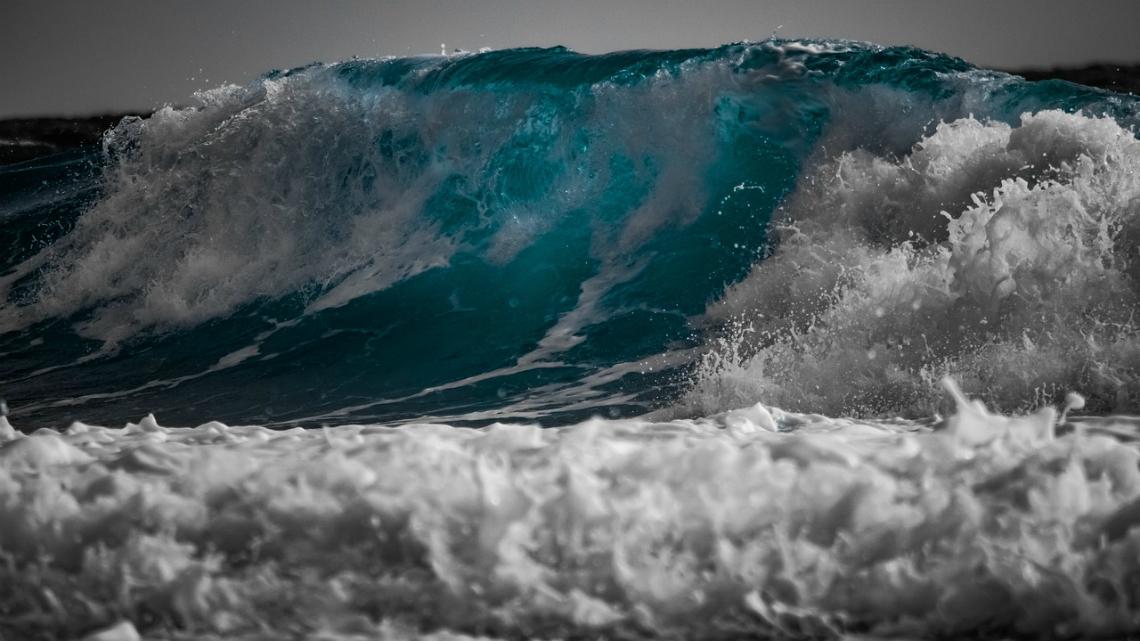 Учени: Височината на вълните в световния океан се увеличава
