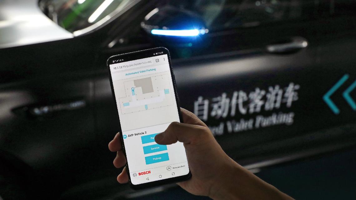 За първи път в света: Паркиране без шофьор и без човешки надзор