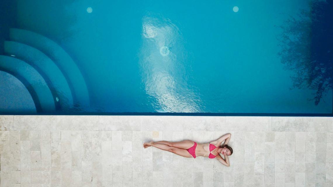 Флирт на басейна: 5 от най-нелепите свалки