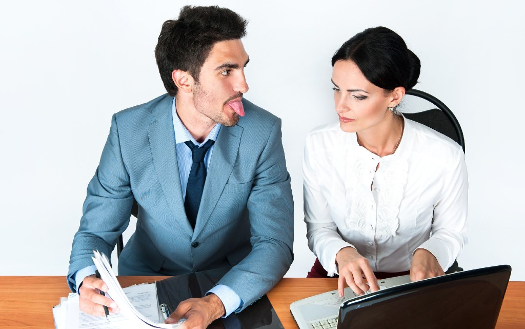 Как да се отнасяте с жените на работното място?