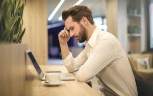 Защо ни наляга сън по време на работа?