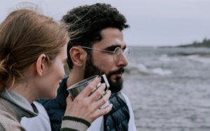 Защо ни е трудно да изслушваме жените?