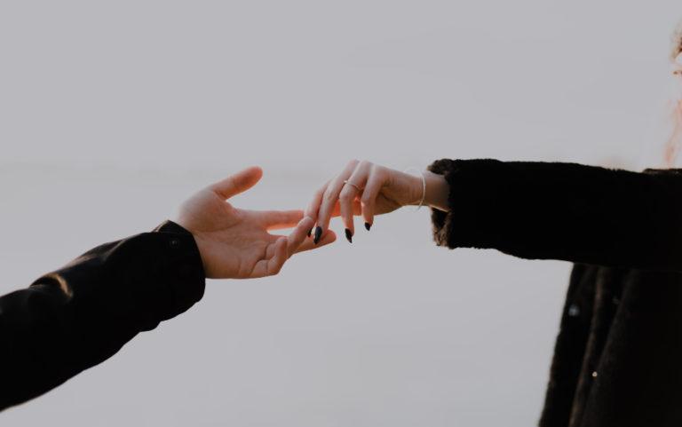Сексът започва, когато жената хване мъжа за ръката