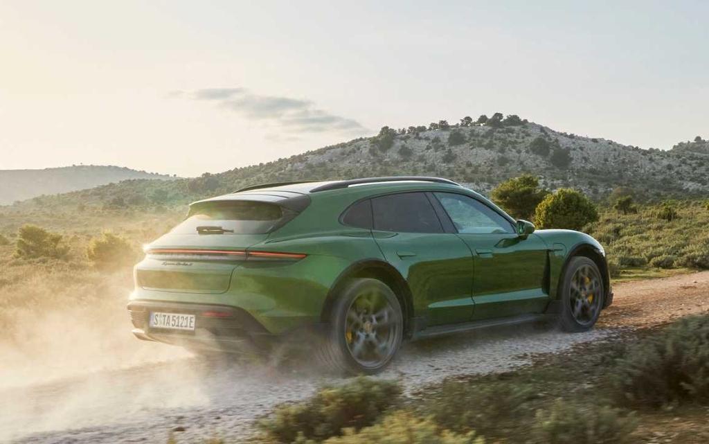 Porsche представи Taycan Sport Turismo